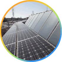 境交通社屋・屋上の太陽光パネルの写真